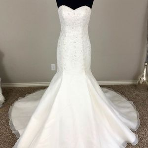 Ivory Sweetheart Neckline Strapless Wedding Dress